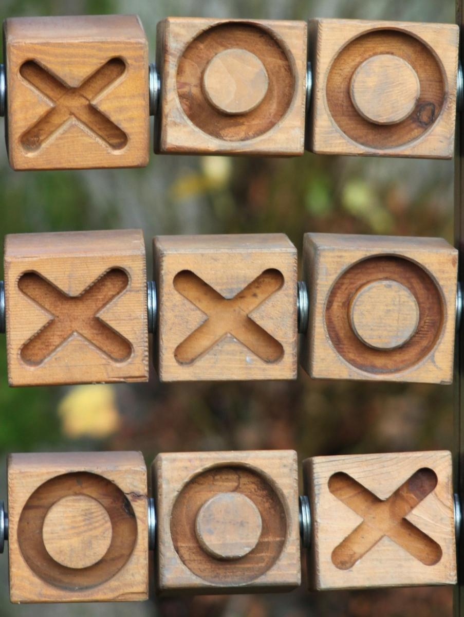 Noughts and crosses in grammar lessons